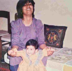 rhea chakraborty mother