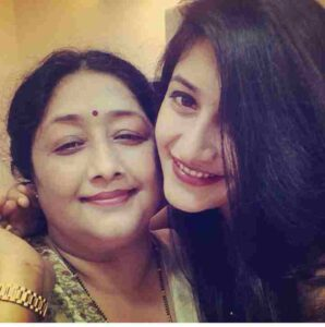 Dhanshree Verma with her mother