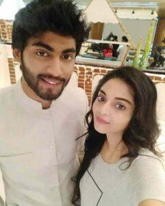 Sanam Shetty with her friend