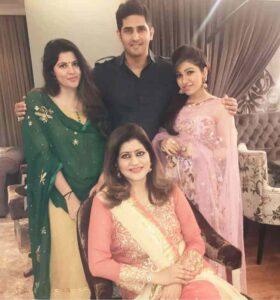 Tulsi Kumar family pic