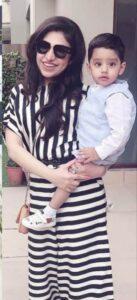 Tulsi Kumar with her son