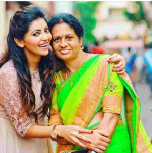 Athulya Ravi with her mother