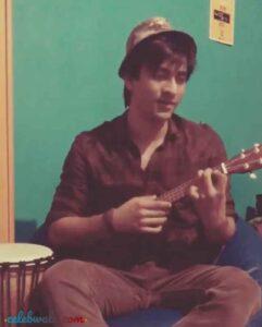 aashay mishra playing guitar