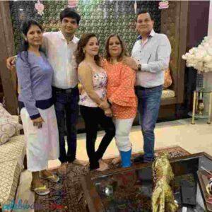 kanika maheshwari with her family