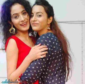 nikita tiwari with her sister pooja