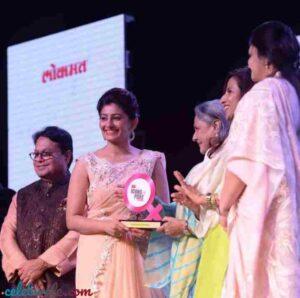 poonam shende receives lokmat award