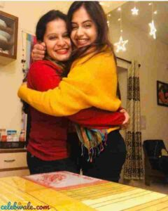 shruti prakash with her sister