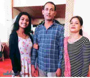 Manya Singh vlcc femina first runner up miss india uttar pradesh with family