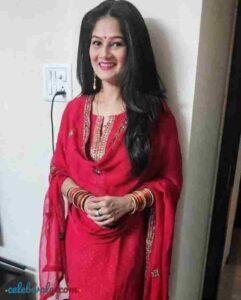 Resham Tipnis in salawar suit