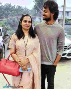 Shanmukh Jaswanth with his mother