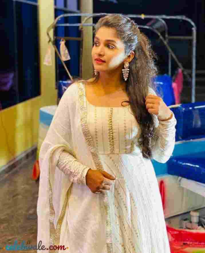 Divya Urudugi beautiful