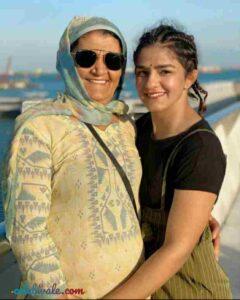 Ritu Phogat with her mother shobha daya kaur