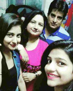 akshita mudgal family pic