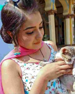 akshita mudgal with her cat kitty