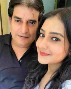 akshita mudgal with her father