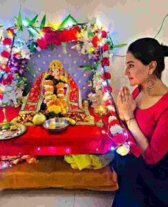 akshita mudgal worshipping lord ganesha