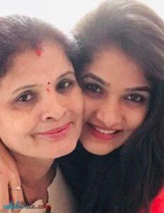 divya uruduga with her mother
