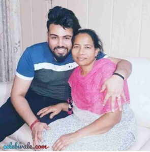 singer diljaan with her mother