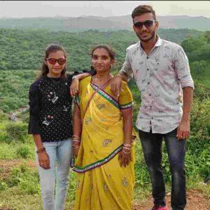 Chetan Sakariya family