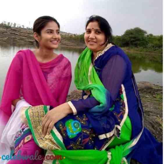Pooja Birari with her mother