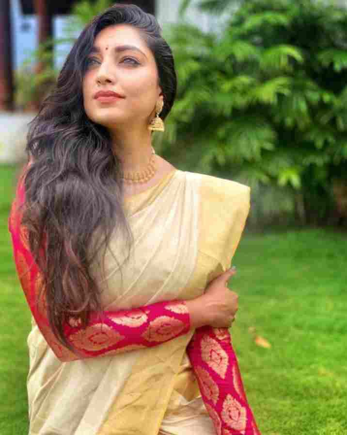 Rithu Manthra in saree photo