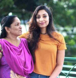 Rithu Manthra with her mother