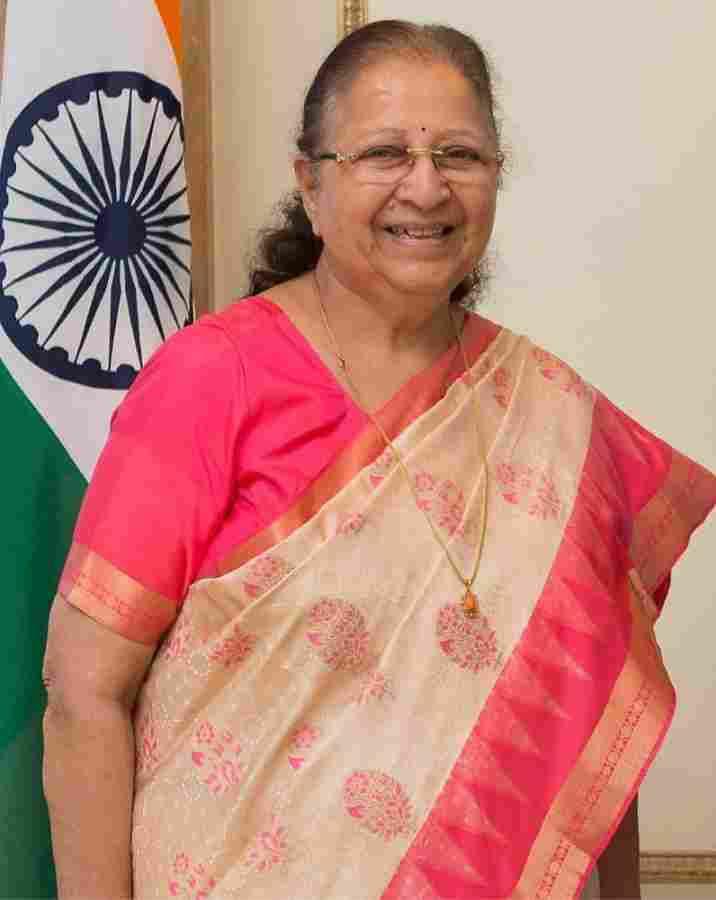 Sumitra Mahajan height