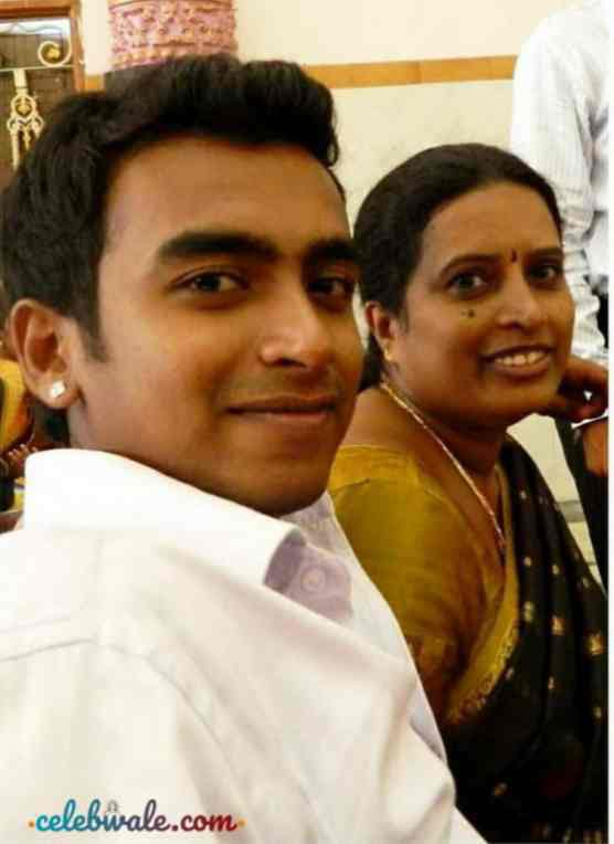 raghu gowda with her mother