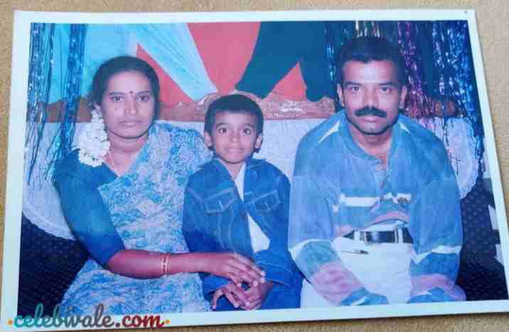 raghu gowda with his parents