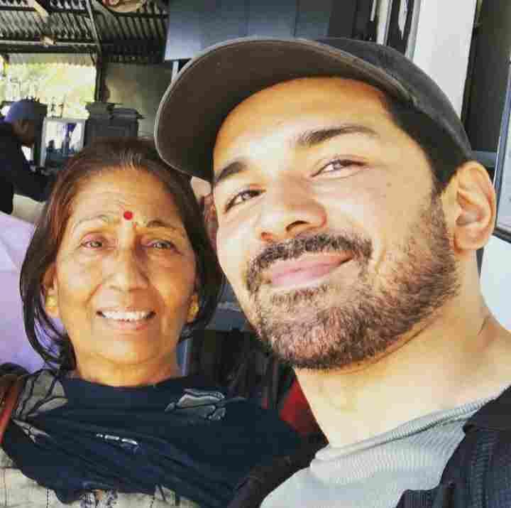 Abhinav Shukla with her mother Radha Shukla