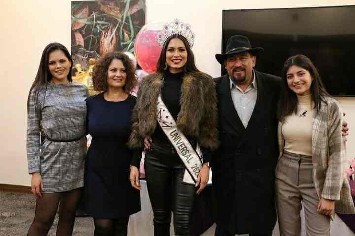 Andrea Meza family