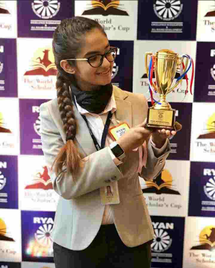 Anushka Sen award winner at her school