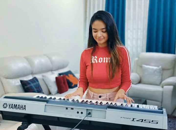 Anushka Sen playing piano