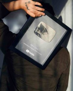 Rahul Vohra got silver button from youtube