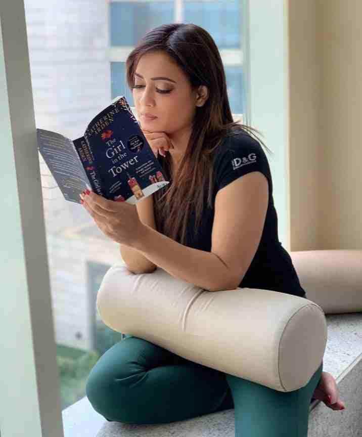 Shweta Tiwari reading her favorite book