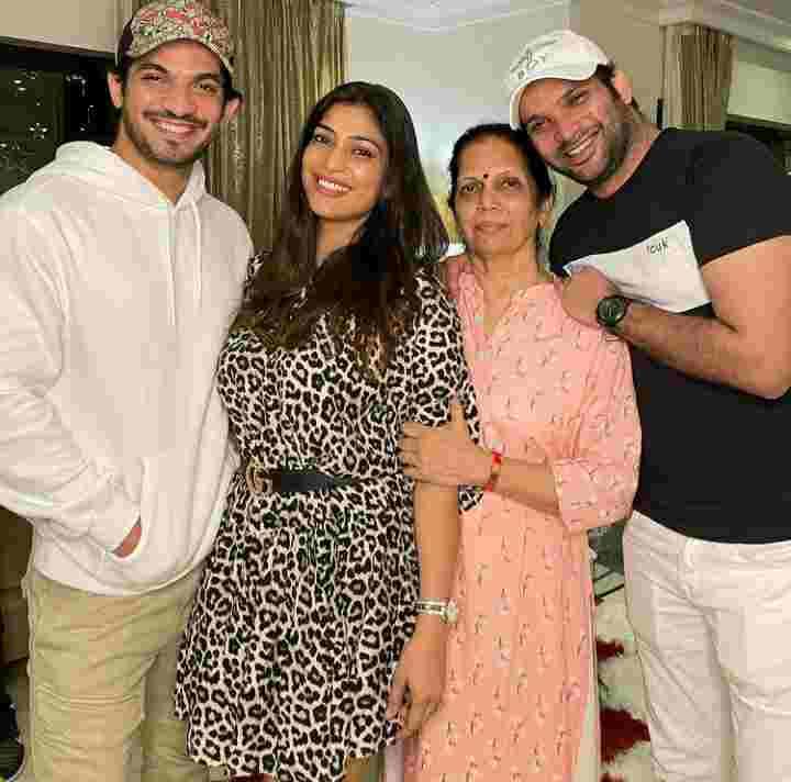 Arjun Bijlani family photo