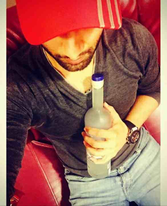 Rahul Vaidya drinks alcohol