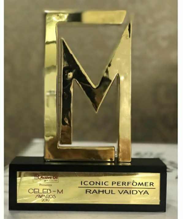 Rahul Vaidya with Celeb-M Award
