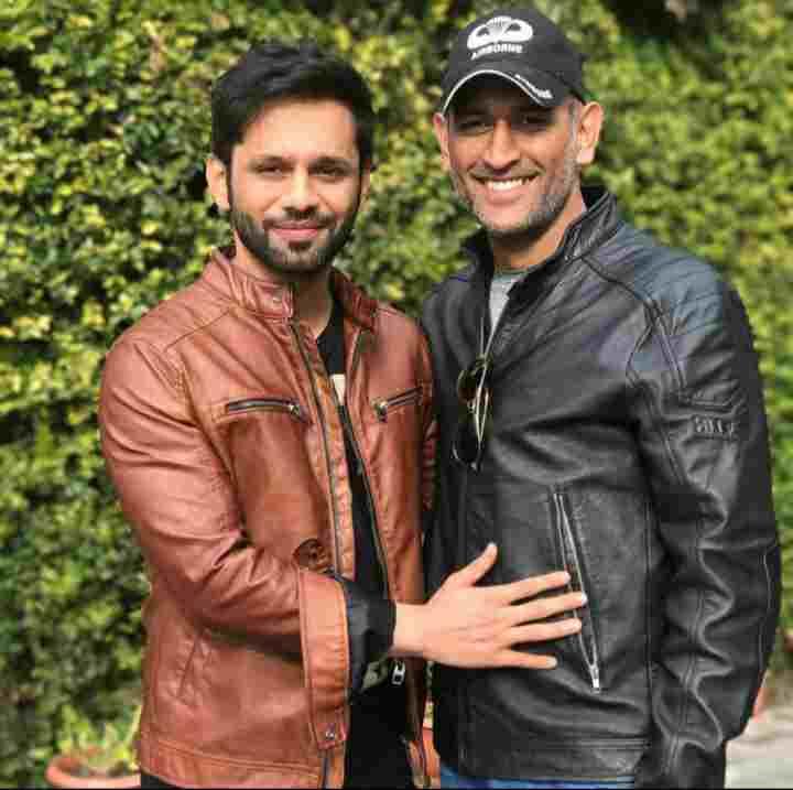 Rahul Vaidya with his favorite MS Dhoni