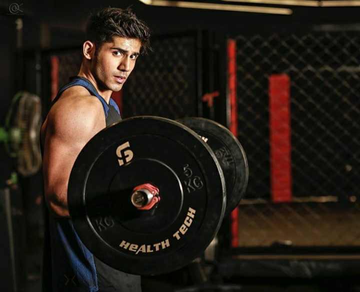 Varun Sood gymming