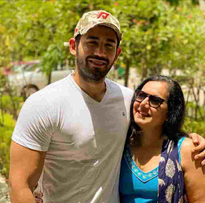 Varun Sood with her mother Anjali Sood
