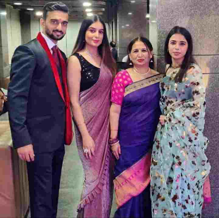 Bhawna Khanduja with her family