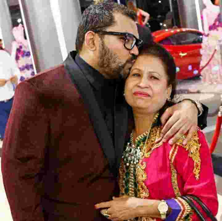 Jatin Ahuja with her mother Kiran Ahuja