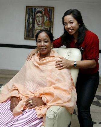 Mirabai Chanu with her mother Saikhom Ongbi Tombi Leima