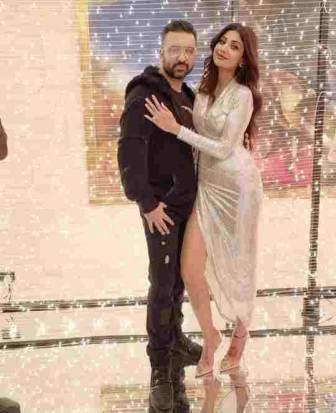 Raj Kundra with her girlfriend shilpa shetty