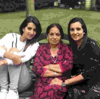 Raj Kundra with her sisters Reena Kundra and Renu Buxi