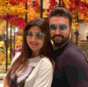Raj Kundra with her wife shilpa shetty