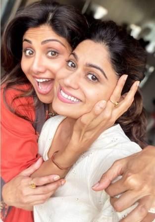 Shamita Shetty with her sister Shilpa Shetty