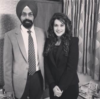 Taapsee Pannu with his father Dilmohan Singh Pannu