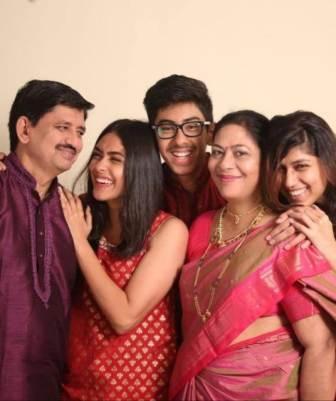 Mrunal Thakur family